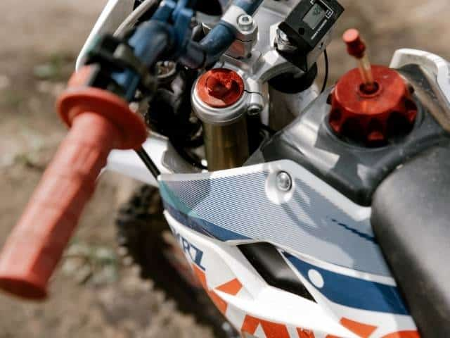 cleaning-two-stroke-gas-tank